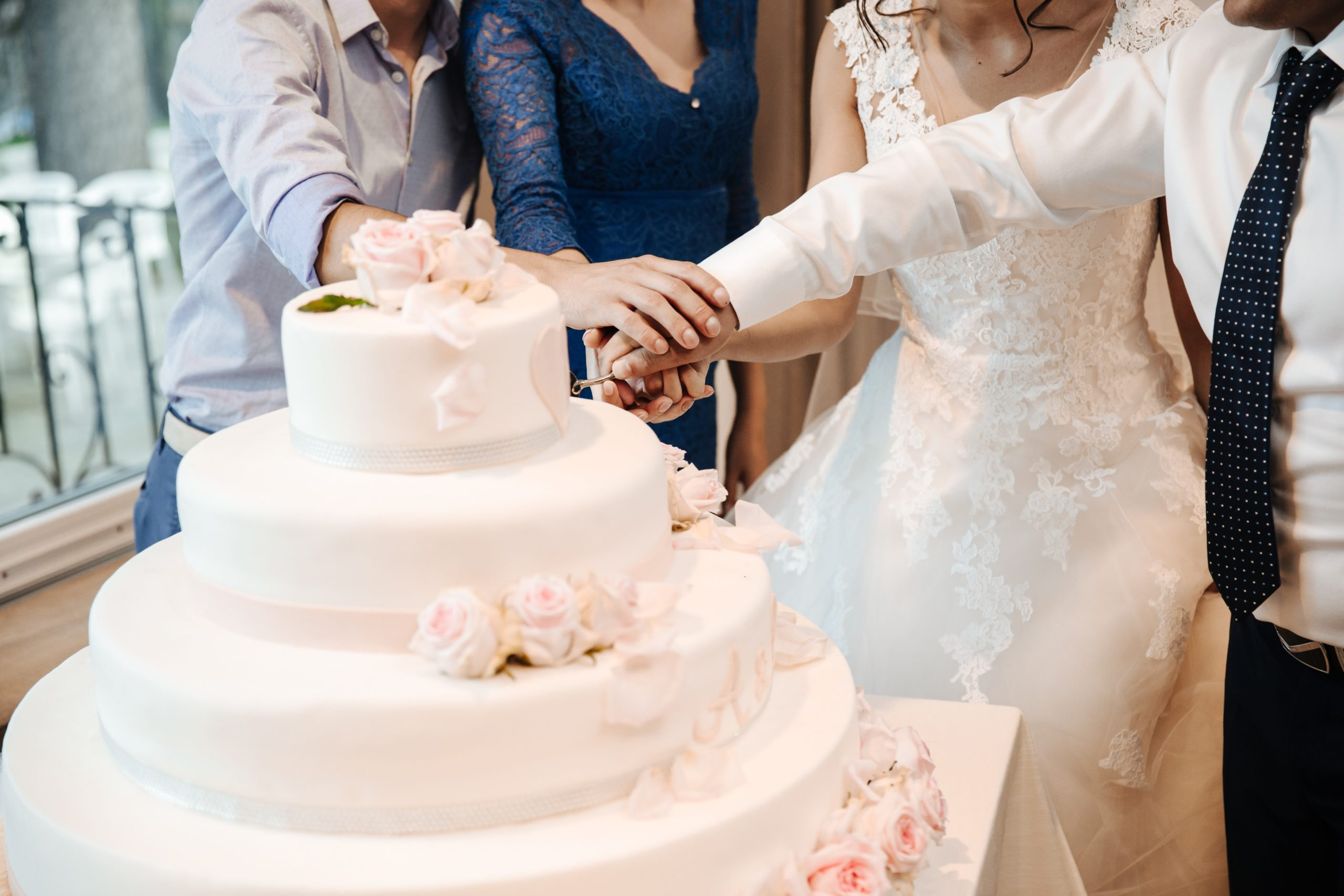 Essentials For Simple Wedding Cakes