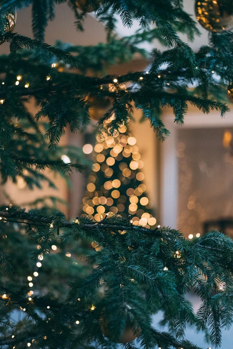 Gifting Guide On Christmas For Weddings